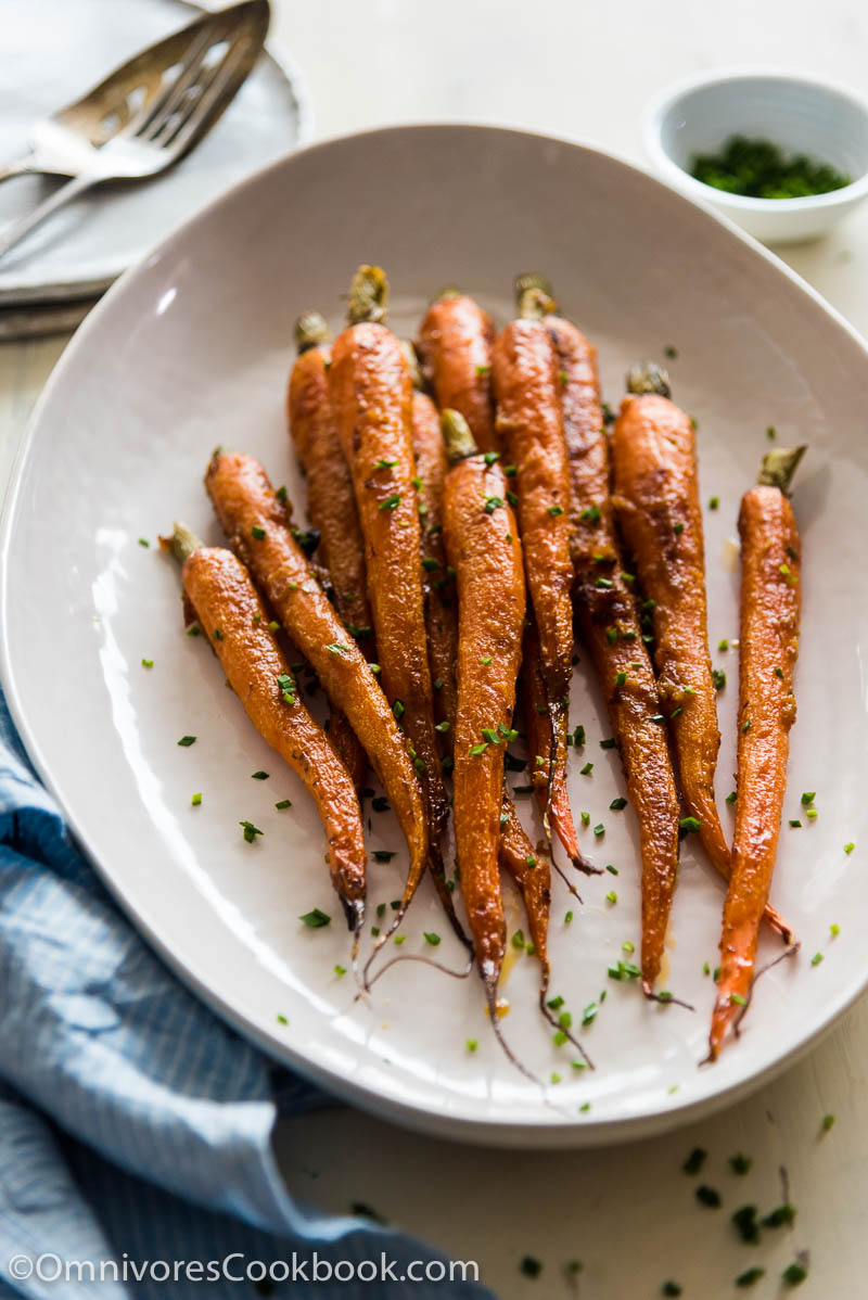 These miso glazed carrots are a perfect side for your dinner!