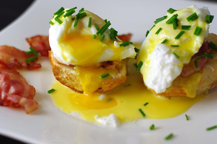 Quick Eggs Benedict Breakfast Recipe