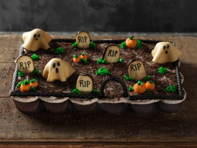 Pull Apart Graveyard Cupcakes