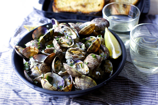 garlic wine and butter steamed clams
